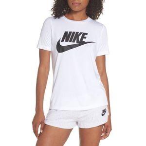 Nike Essential Swoosh Logo Shirt Sleeve T-Shirt